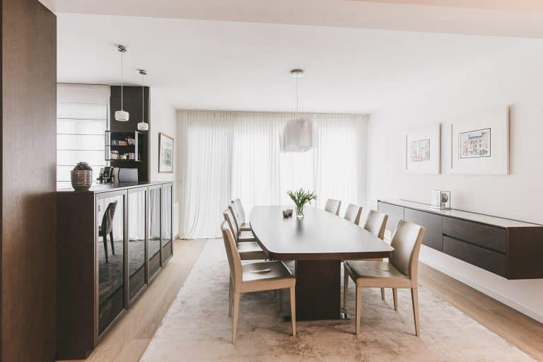 Wohnhaus r esszimmer mit massivholztisch lichtkonzept von ulrich - Teppich esszimmer ...